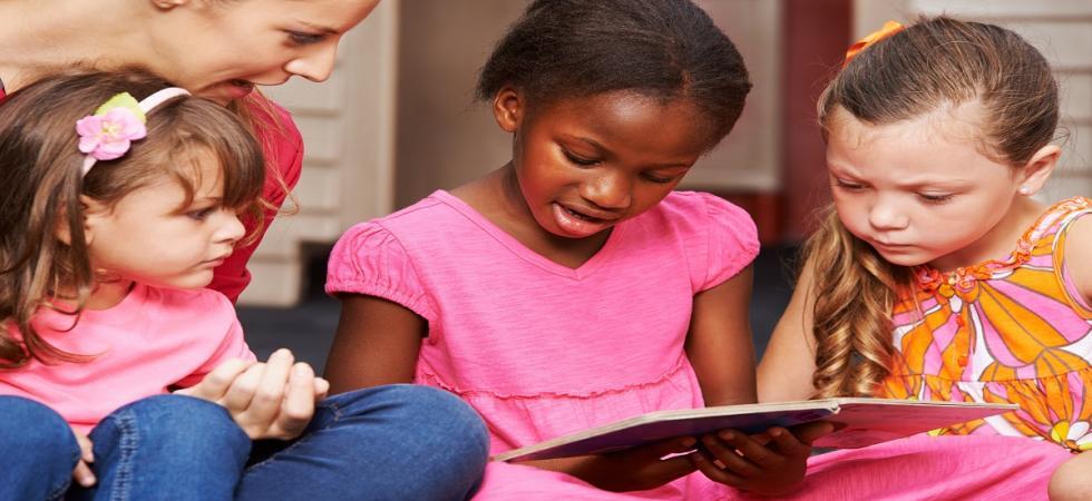 ChildCare-TeacherKidRead